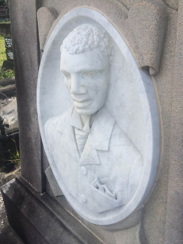 Peter Jackson's bust on his tomb in Toowong Cemetery