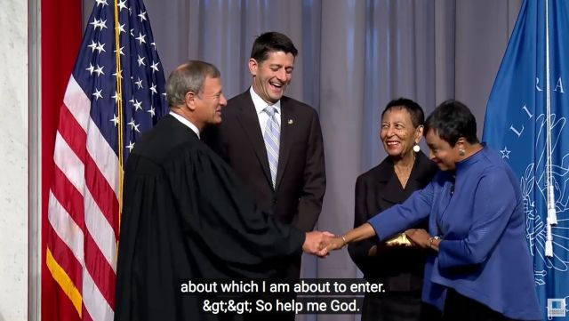 Carla Hayden swown in as Librarian of Congress with John Roberts and Paul Ryan and her mom